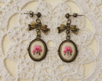 VP7 Vintage pansy earrings