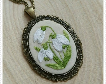 SD1 Snowdrops necklace