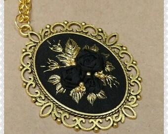 BG Black and golden roses necklace