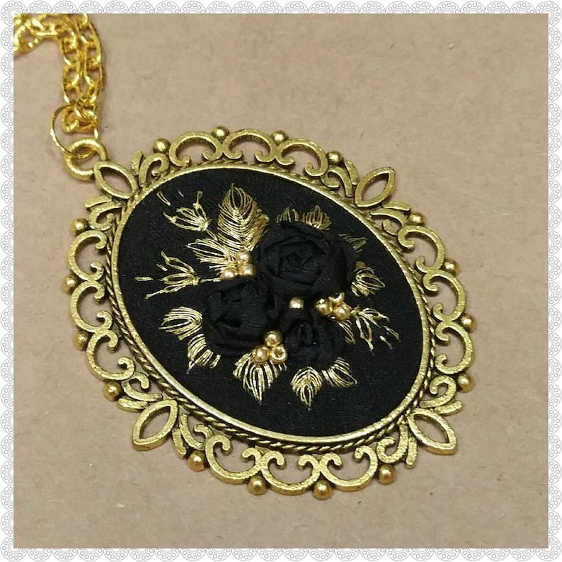 BG Black and golden roses necklace image 0
