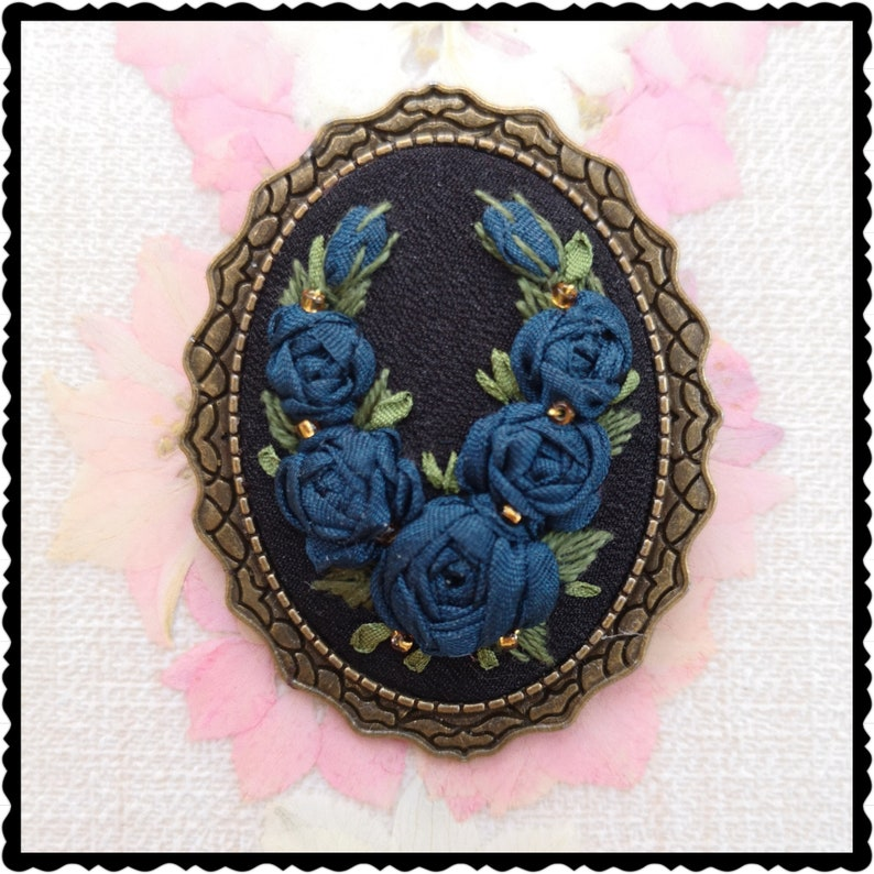 Wreath of blue roses brooch image 0