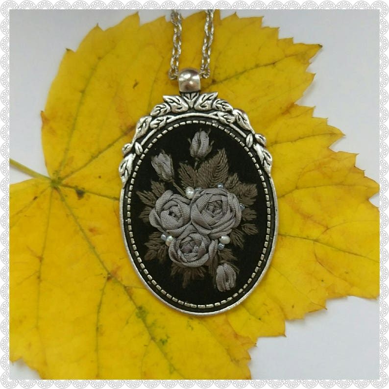 GR2 Gray roses necklace image 0