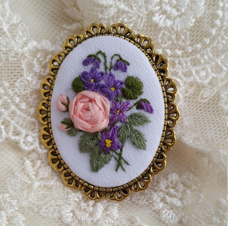 RV3 Roses&Violets brooch image 0