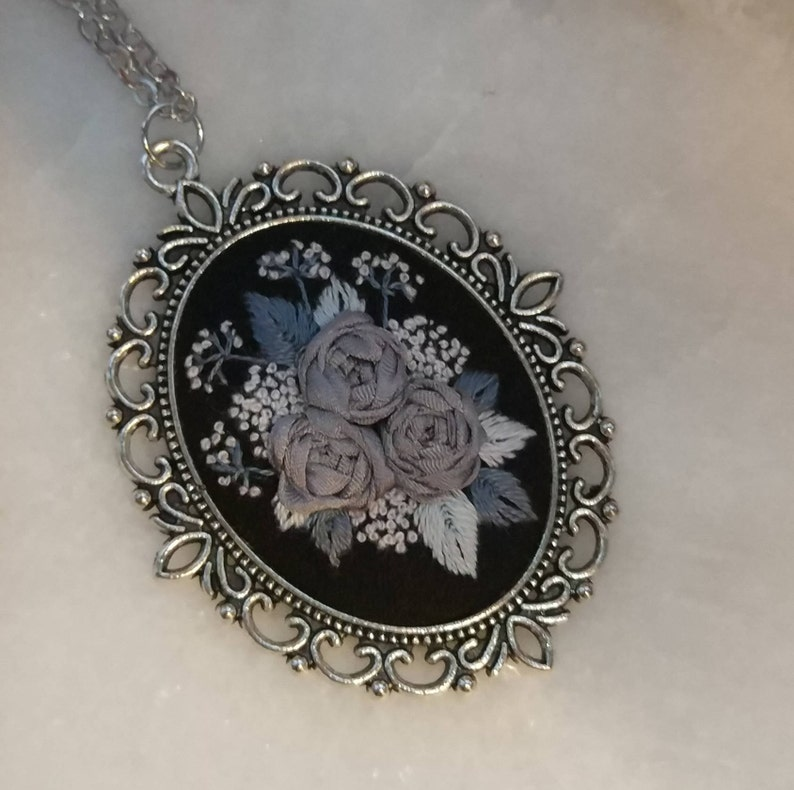 GR6 Gray roses necklace image 0