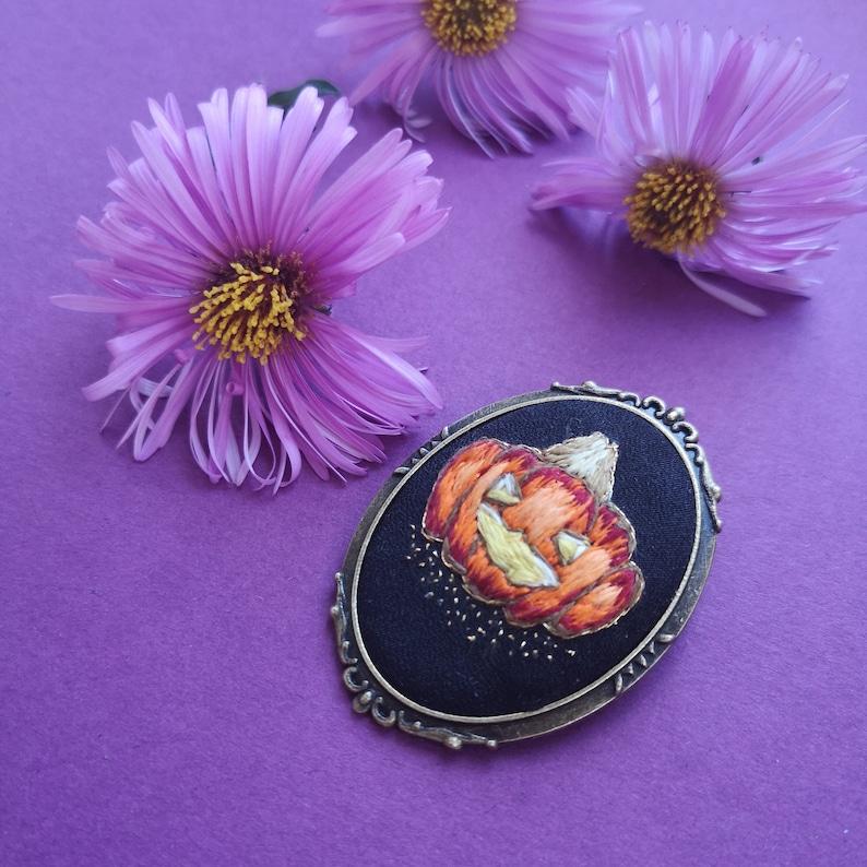 Pumpkin brooch image 0