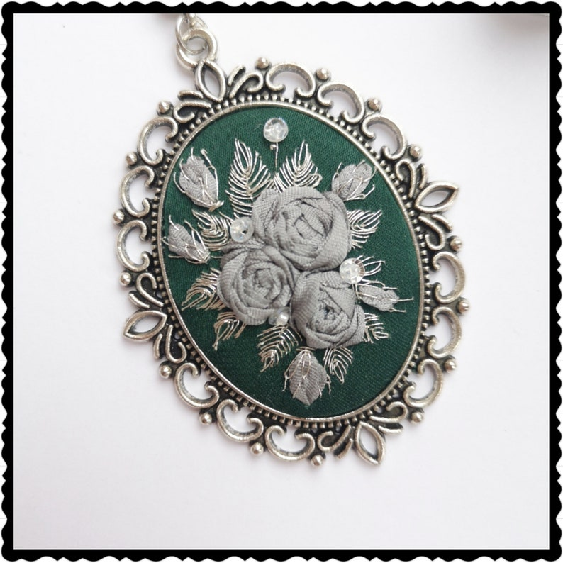 Dark green and grey roses necklace image 0
