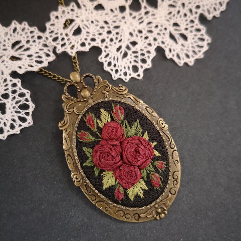 Burgundy roses necklace image 0