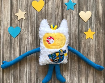 Cuddle Monster plush with horns for kids with sport gears on the pocket, Monstres à Câlins