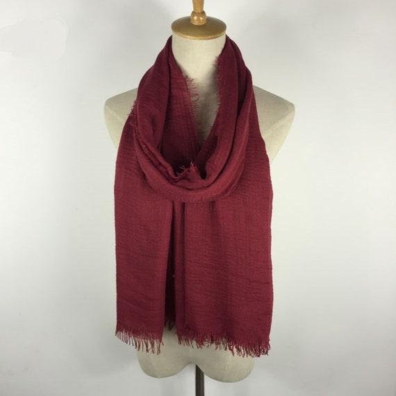 e26763b27504 Cadeau Bordeaux foulard frange écharpe foulard rouge foncé   Etsy