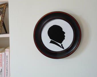 """Trompe-l'oeil de portrait découpé de Hitchcock et cadre, peints à la main - pièce unique """"Alfred"""""""