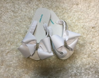84dba3157e94 White Flip Flops with Solid White Bow