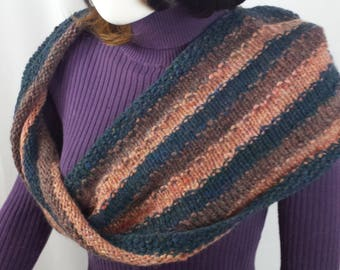 B104 pink/blue handspun hand-knitted wool scarf, continuous loop