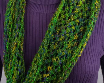 B101 lacy forest green variegated jacob wool scarf, hand-knitted, continuous loop
