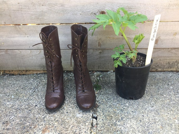 Chunky High Heeled size 9.5 90s Brown Leather Granny Boots