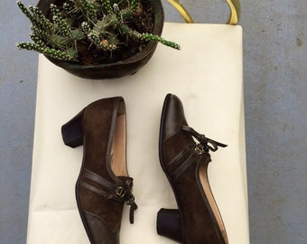 Size 6.5 1960s suede oxfords