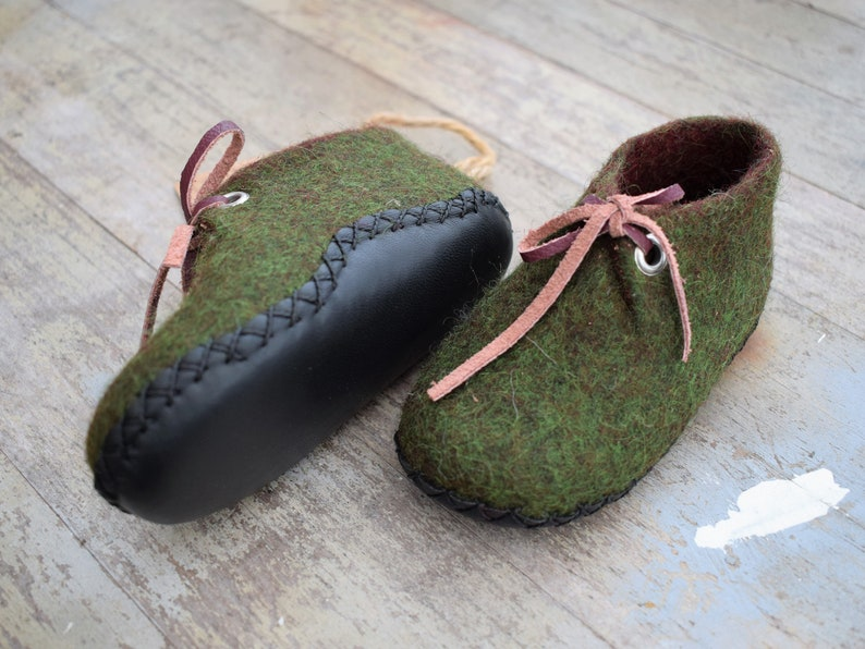413c28afe397d Green Felted baby shoes Leather sole Newborn booties Baby felt shoes Gift  first birthday, Merino wool shoes Baby ankle boots, Baby slippers