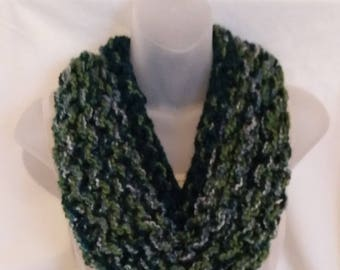 Chunky Green Variegated Cowl