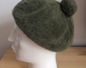 4ec3ce928b4 Vintage green wool kangol beret hat made in United Kingdom