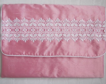Nightdress case or lingerie case in pink silk dupion with white guipure lace.