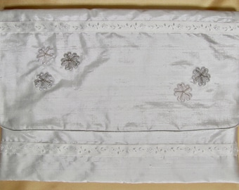 Nightdress case white pure silk lurex and pure silk lining, with beaded grey and white motifs.