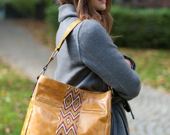 Elegant real leather handbag with Wayuu