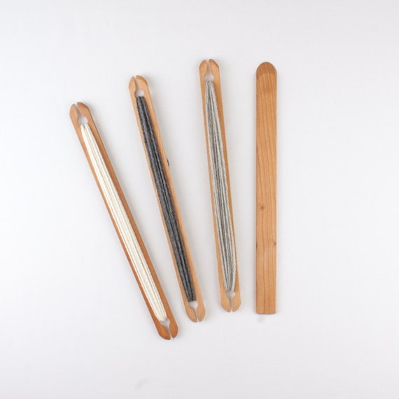 2 Pack 12 inch weaving stick shuttles with weaving needle.