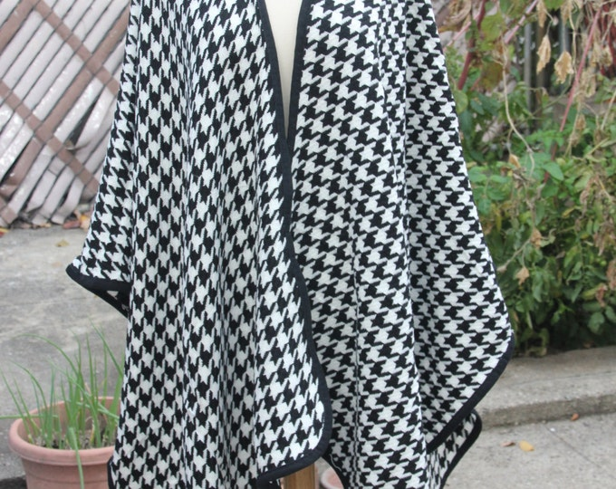 Houndstooth Poncho  Black and White Check Ruana Shawl