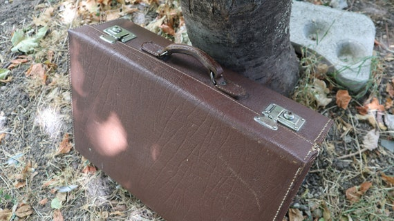 Brown leather Traveling Luggage Suitcase, Vintage