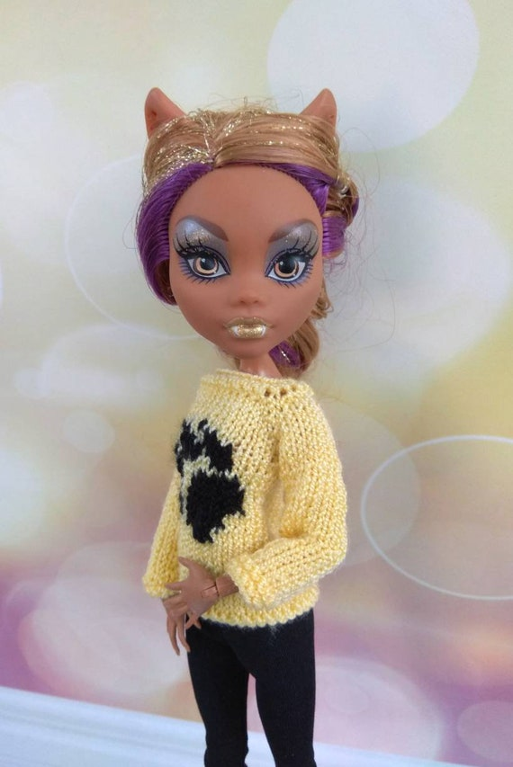 SMALL YELLOW DOLL SWEATERS WITH HATS