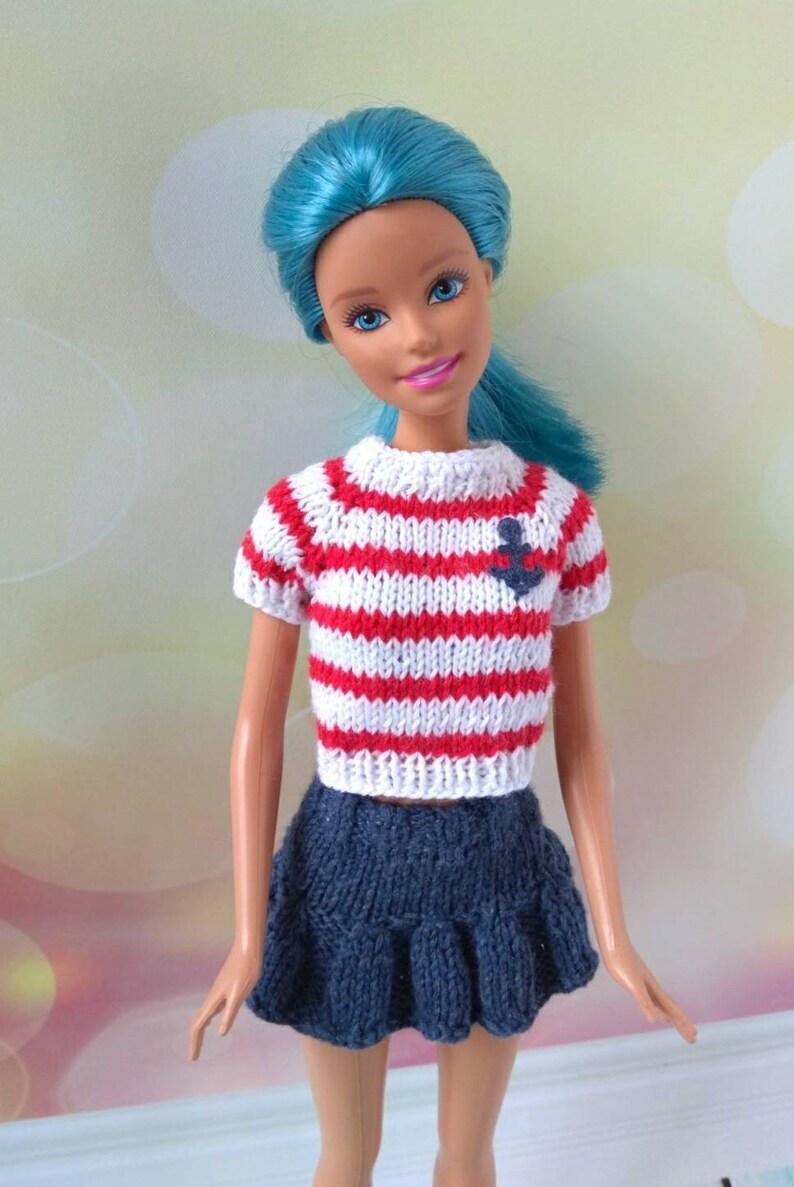 abf5ff8b1bfad Vestiti per le bambole Barbie. Camicia maglia con strisce