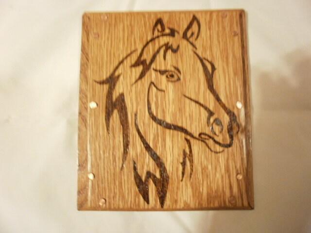 Uno de una placa tipo caballo madera de roble quemado con | Etsy