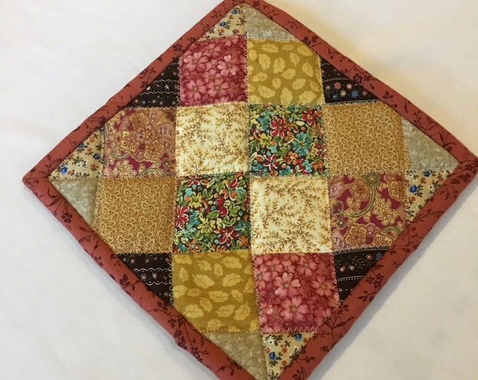 Homemade quilted potholder, quilted Hot Pad, pot holder, hotpad, perfect for gift giving and receiving