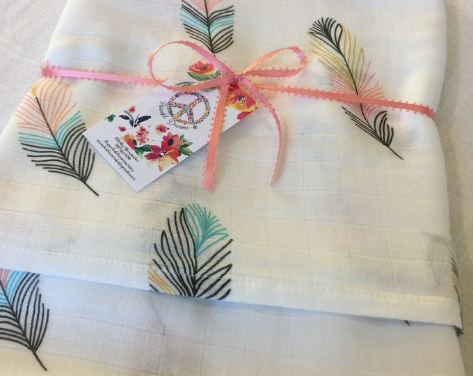 Double gauze swaddle, beautiful feathers, 70 bamboo 30 cotton, Muslin swaddle, swaddle baby blanket, light weight breathable baby blanket