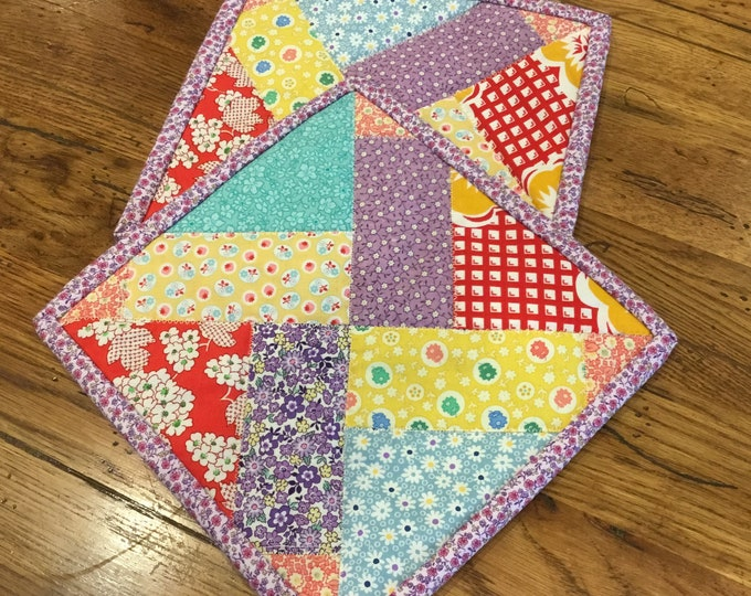Set of quilted pot holders. These heirloom potholders are approximately 8x8, great for gift giving and receiving.