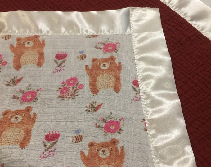 25x25 bears, flowers, honeybee's muslin bamboo cotton front, backed with a soft double layer cotton linen. Edged with cream satin binding.