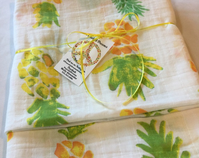 Adorable Pineapple Baby swaddle, receiving blanket, Double gauze swaddle, Muslin swaddle, cotton baby blanket, baby shower gift, homemade