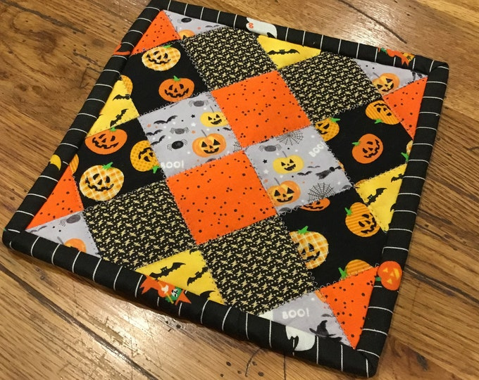 Halloween, Homemade quilted potholder, approximately 8x8, READY TO SHIP,  quilted Hot Pad, pot holder, perfect for gift giving and receiving