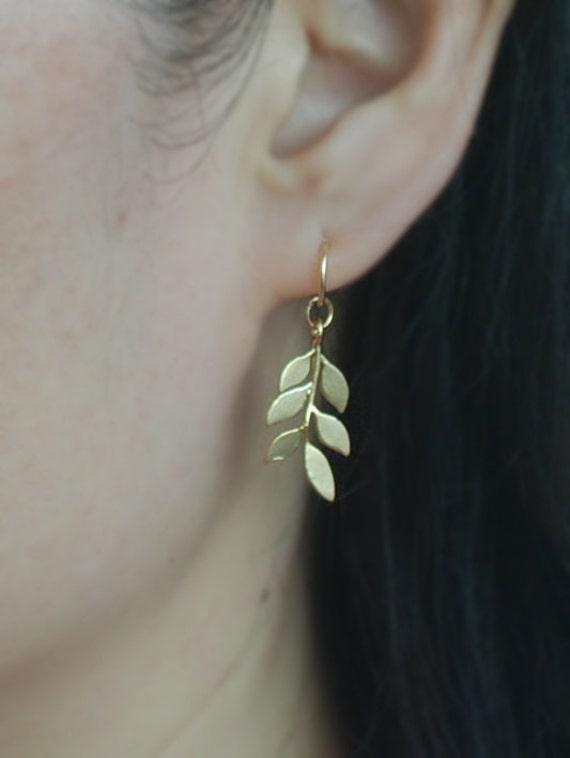 check-out 2cf38 a8a77 14K or Cartilage hoop boucles d'oreilles avec breloque ...