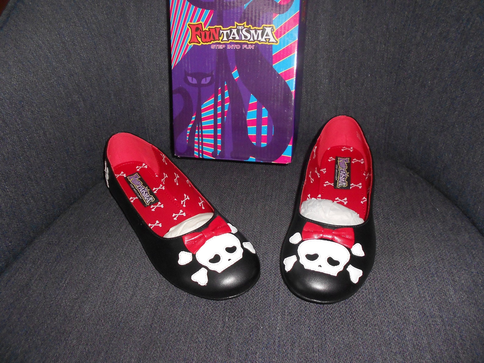 skull & crossbones bow tie slip on slipper ballet flats shoes adult 8m-new