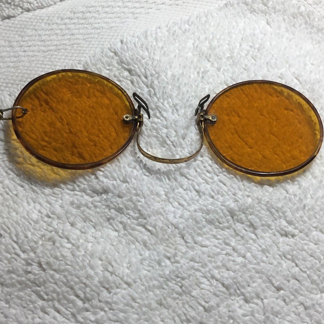 1880's Pince Nez Round Amber Lenses Pinch On Nose Sunglasses, 1903-10 Pin On Ketcham McDougall Automatic Retractable Chain Holder And Case ~
