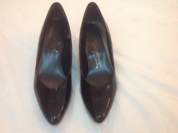 1970's Fanfare Black Leather Shoes, Size 8.