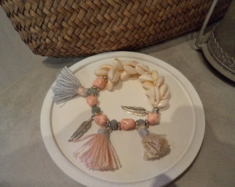 Pretty shell bracelet