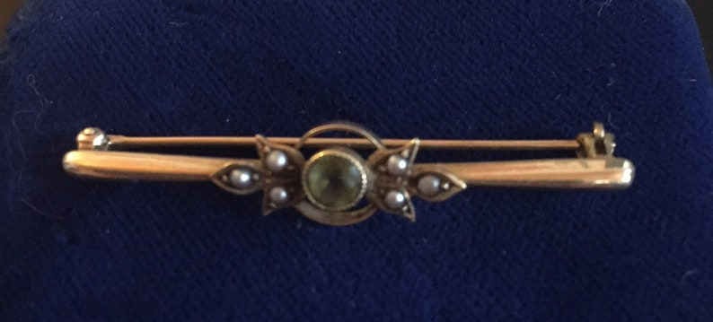 Ryrie-Birks Brooch Peridot and seed pearls. 14k gold
