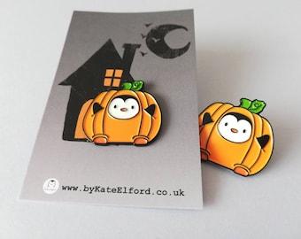 Penguin pumpkin enamel pin, Cute halloween brooch, penguin autumn badge, enamel pins
