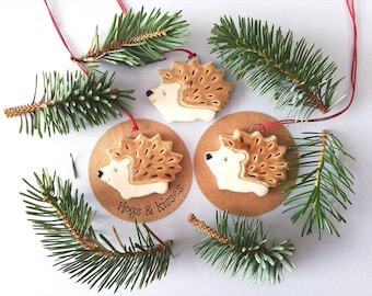 Pottery hedgehog hanger. Little hedgehog tag. Hand painted ceramics, hogs and kisses