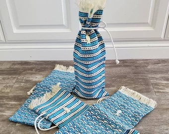 Vintage Wine Bags / 4th of July Summer Party Bags / Wine Bottle Holder Gift Bags / Two's Company Blue Jute Drawstring Bag  / Hostess Gift