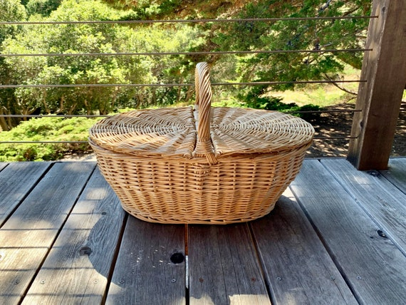 Large Vintage Wicker Picnic Basket
