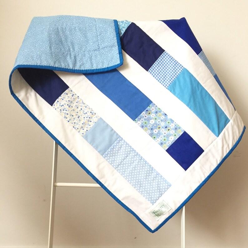 Quilt  Blue & White Columns image 0