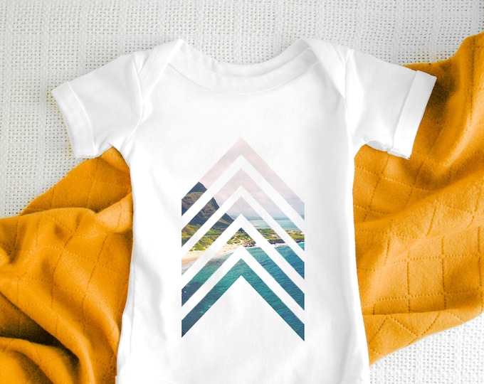 Geometric Arrow Baby Bodysuit / Cute Baby Clothes / Baby Gift / Baby Shower