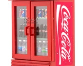 Dollhouse Miniatures Coca Cola Double Door Fridge Cooler with Filled Drinks Groceries Decorating Supplies